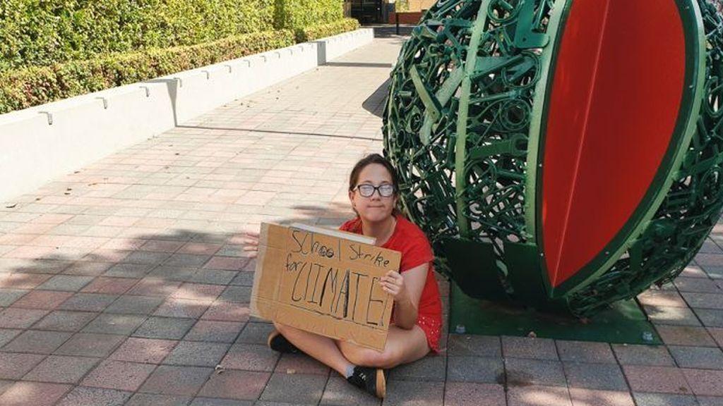 La otra Greta: Una niña de 12 años es la única manifestante contra el cambio climático en su ciudad natal