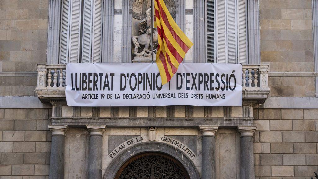 """""""Libertad de opinión y expresión"""": la Generalitat, de vuelta con las pancartas"""
