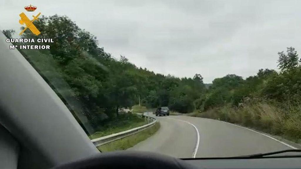 """Identifican a un conductor de ambulancia en Asturias que se grabó al volante: """"Se me ve guapo o no"""""""