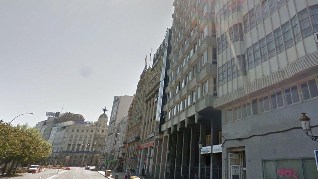 Una mujer se precipita desde un séptimo piso cerca de un ciclista en A Coruña y ambos resultan heridos de gravedad