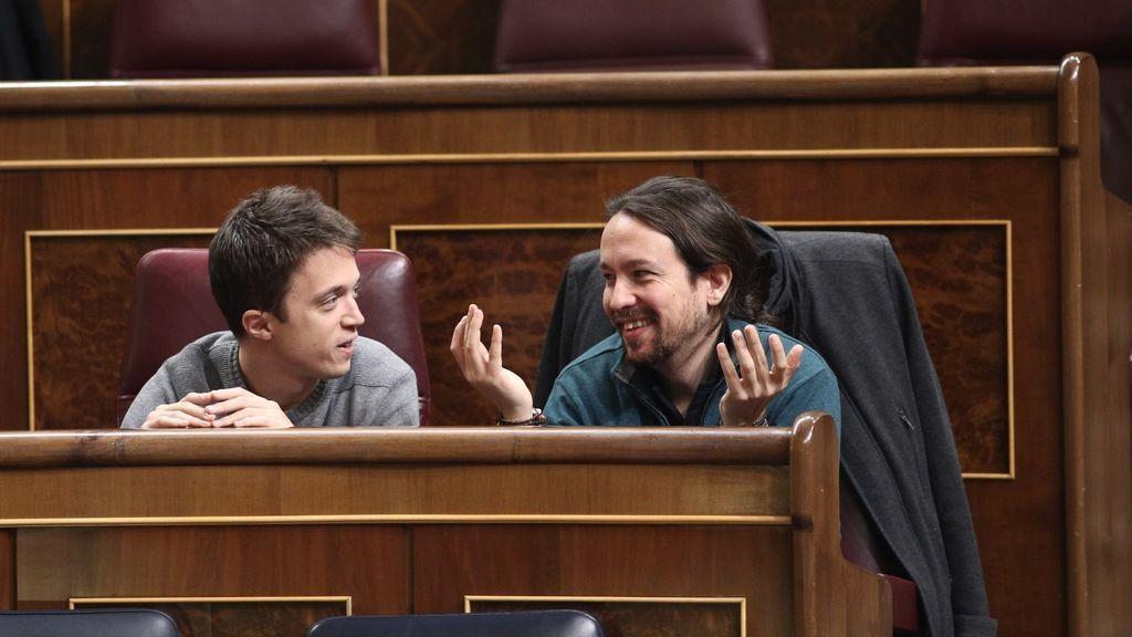 Errejón e Iglesias en sus escaños en el Congreso