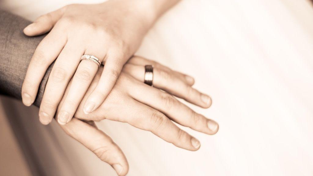 Estar casado reduce el riesgo de padecer demencia a medida que envejecemos, según un estudio