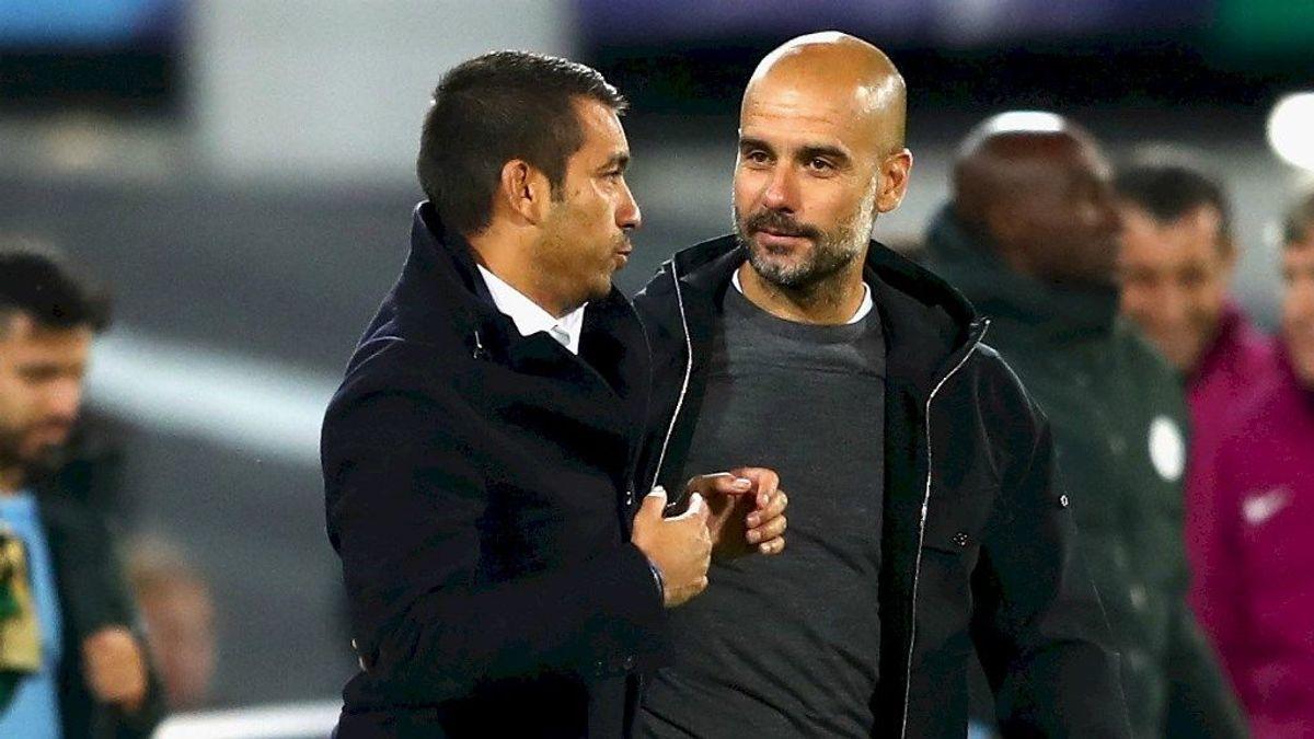 El Manchester City prepara la marcha de Guardiola con el fichaje de Van Bronckhorst