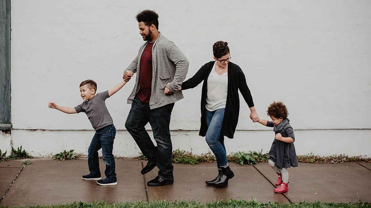 La Comunidad de Madrid extenderá el título de familia numerosa a las que tengan dos hijos