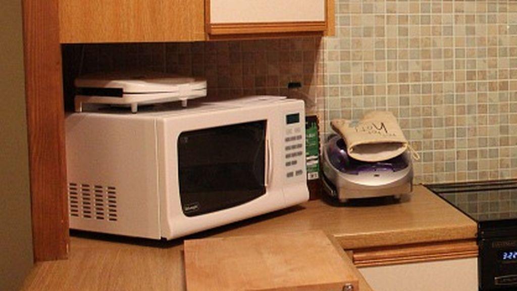 Nueve cosas que, por tu salud, nunca deberías meter en el microondas