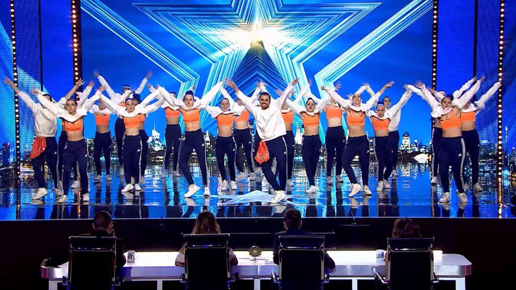 Fiereza y estética se unen en la actuación de 'Arkadia Dance Studio', que consigue los cuatro 'Sí' del jurado