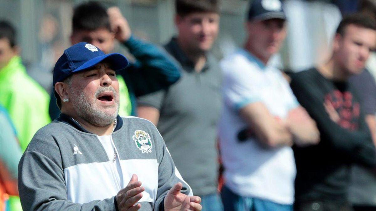 """Maradona se aferra al puesto del Gimnasia a pesar de las tres derrotas consecutivas: """"Ni en pedo me voy. Estoy metido hasta los huevos"""""""