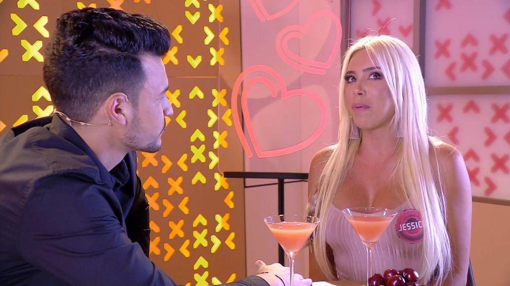 Jessica rechaza a Alex por la diferencia de edad
