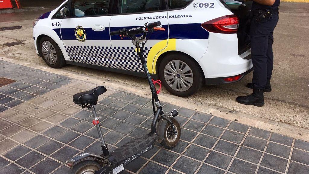 Valencia multa a 392 patinetes en la primera semana: las causas, conducción temeraria o sin casco