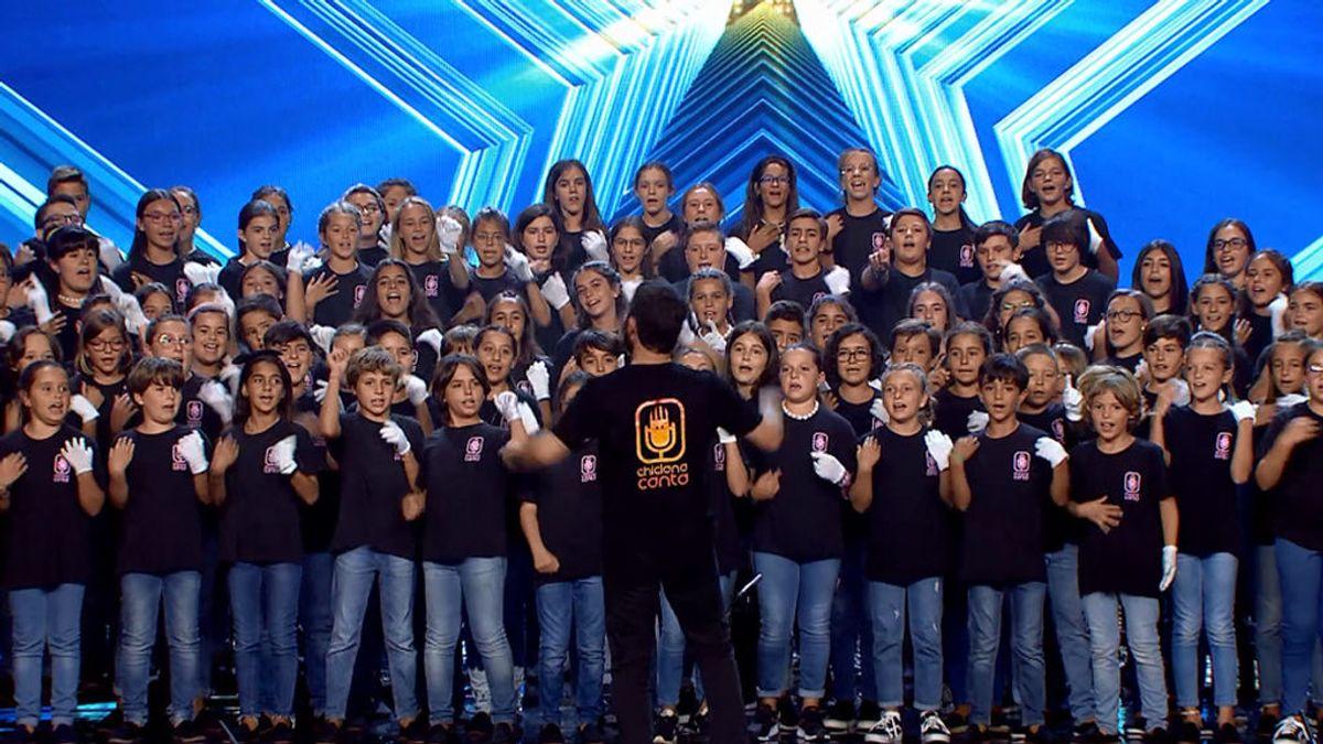 Los pequeños de 'Chiclana Canta' realizan la audición más gigantesca: 120 personas en el escenario con mucho talento