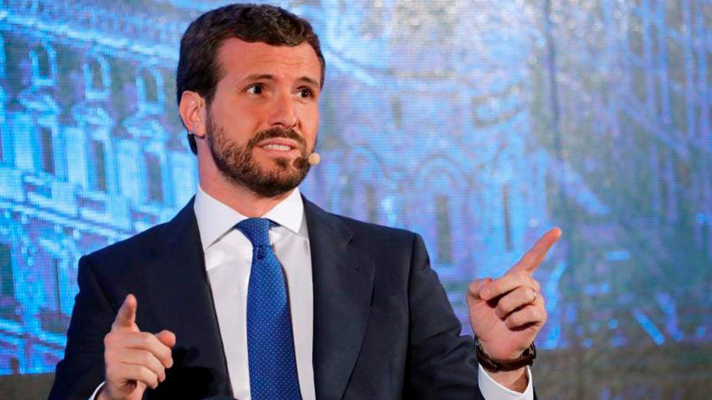 """Casado dice que no es creíble que Sánchez """"se envuelva ahora en la bandera"""""""