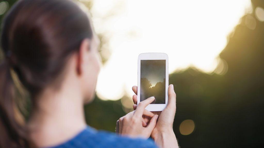 Una chica muere al explotar su móvil: qué debes hacer para que tu smartphone no estalle