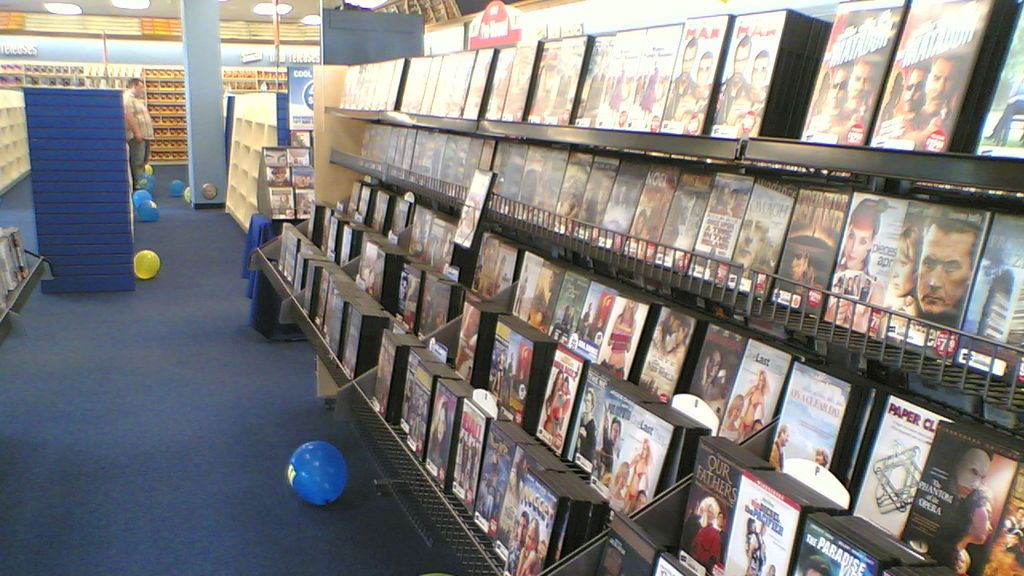 Video_shop_in_Iowa,_USA_--_2006-11