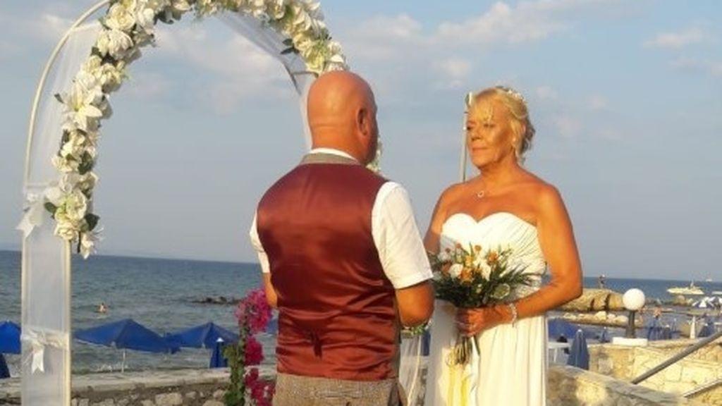 Un matrimonio que quería volverse a casar después de 9 años descubre que nunca se divorció