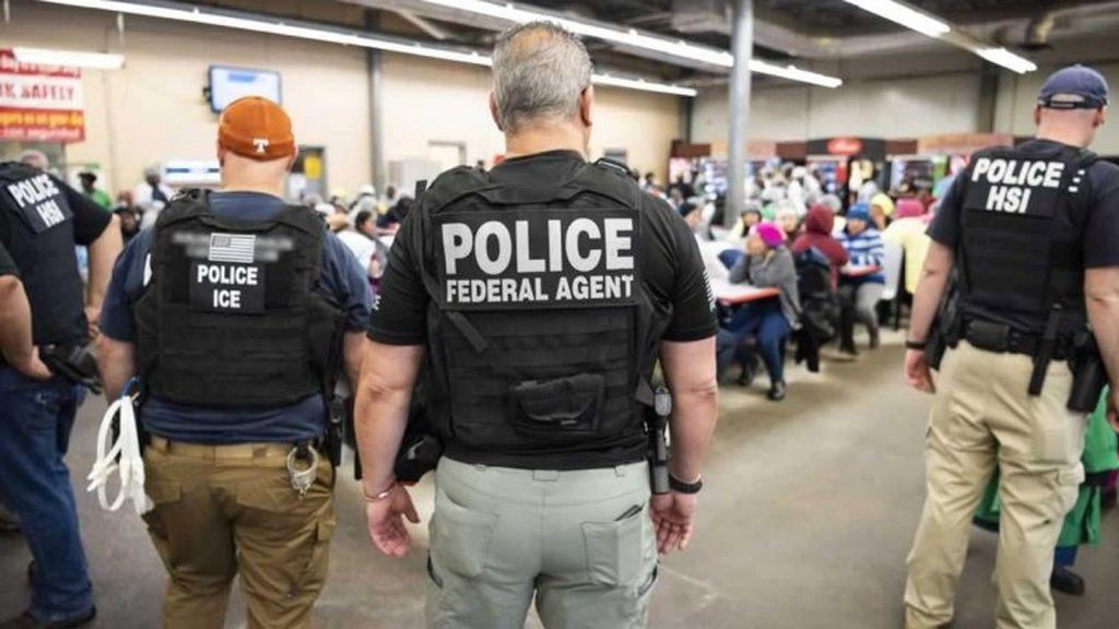 """Llamar """"extranjero ilegal"""" o discriminar por el nivel de inglés será multado con 228.000 euros en Nueva York"""
