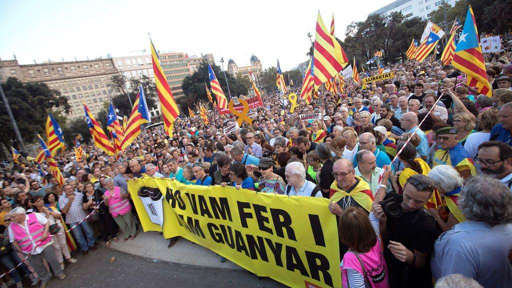 Miles de personas se movilizan por el centro de Barcelona