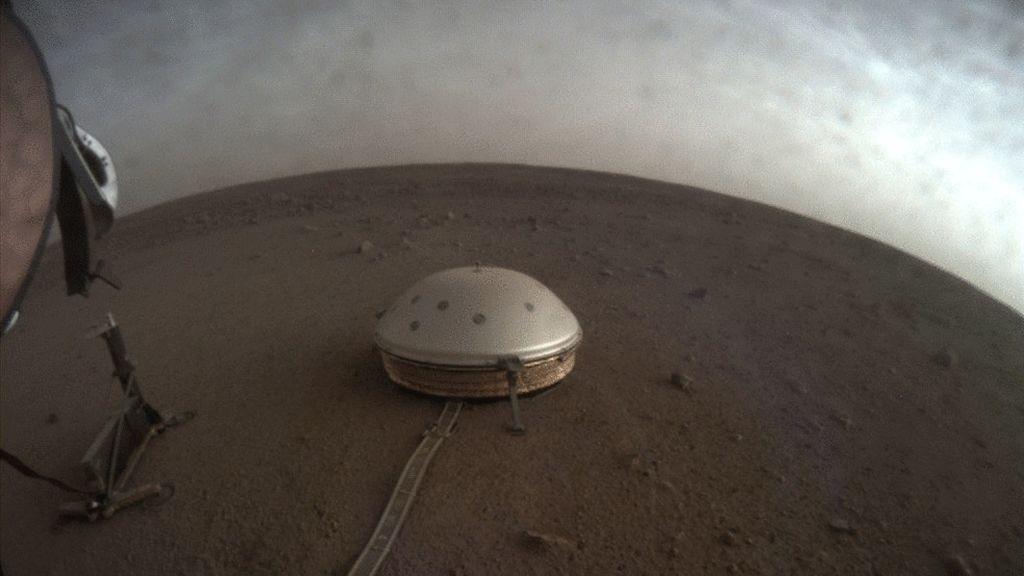 Los sonidos captados por el sismómetro de la NASA en Marte difundidos en un vídeo