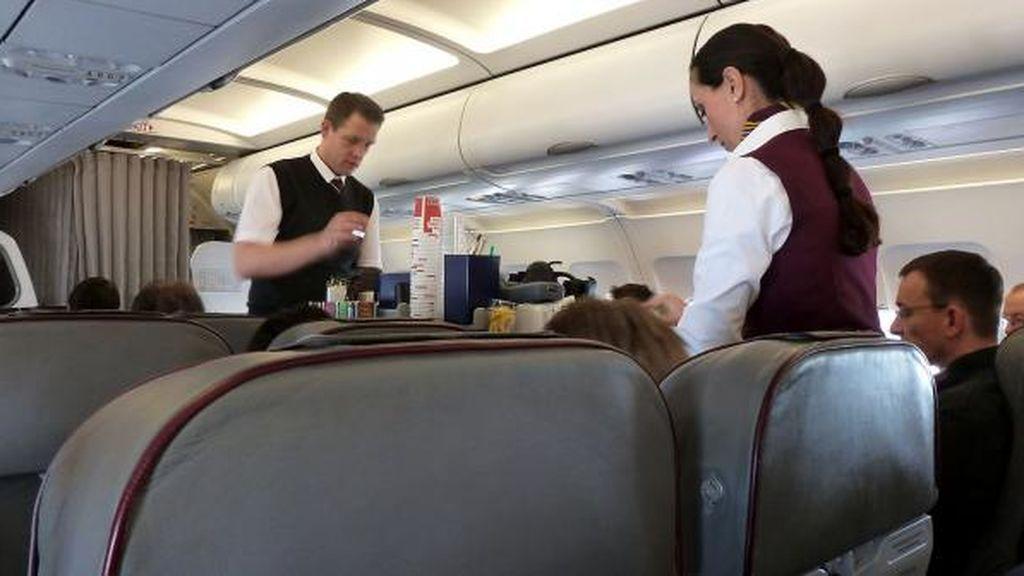 El truco para conseguir bebidas gratis durante un vuelo
