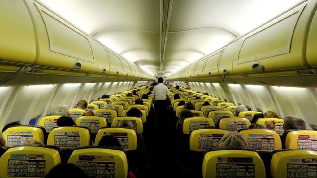 EEUU estudia implantar asientos más grandes en los aviones porque los pasajeros cada vez están más gordos