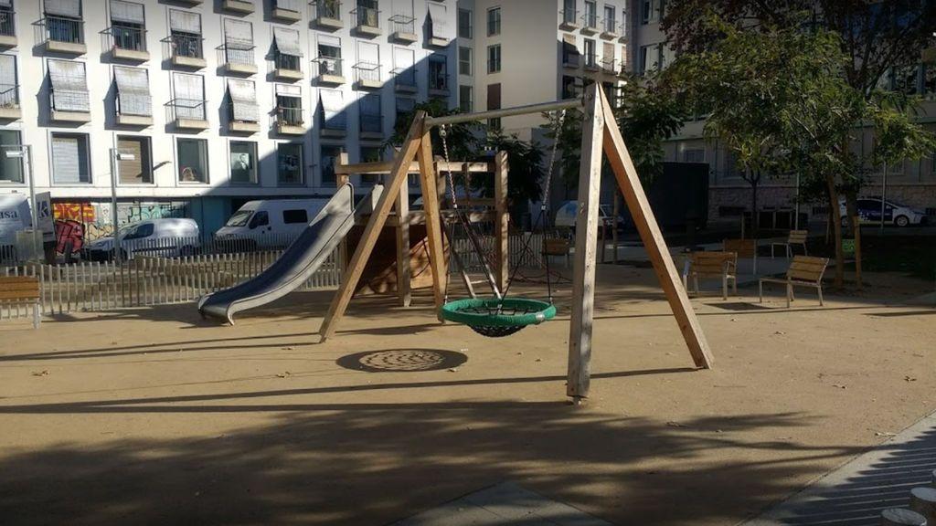 Los mossos investigan:  Tiroteo en una plaza del Raval