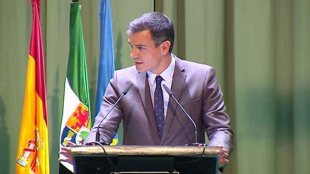 Pedro Sánchez confunde el jamón ibérico con el serrano y los ganadores extremeños entran en cólera