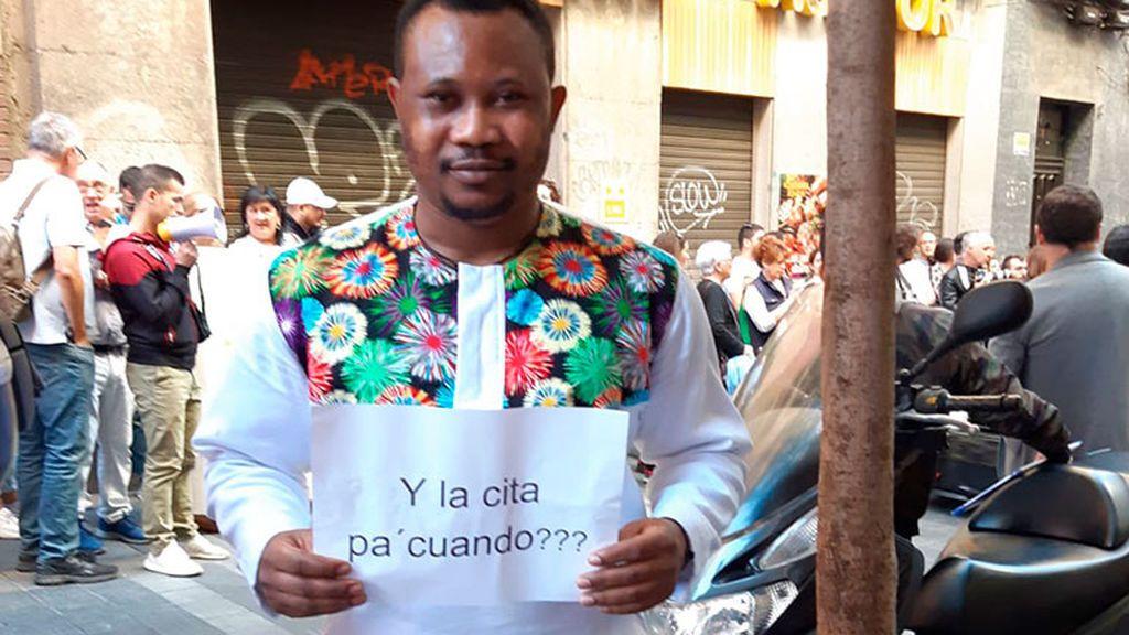 """""""Me ofrecieron un contrato pero no puedo regularizar mi situación porque no me dan cita en Extranjería"""", lamenta un inmigrante"""