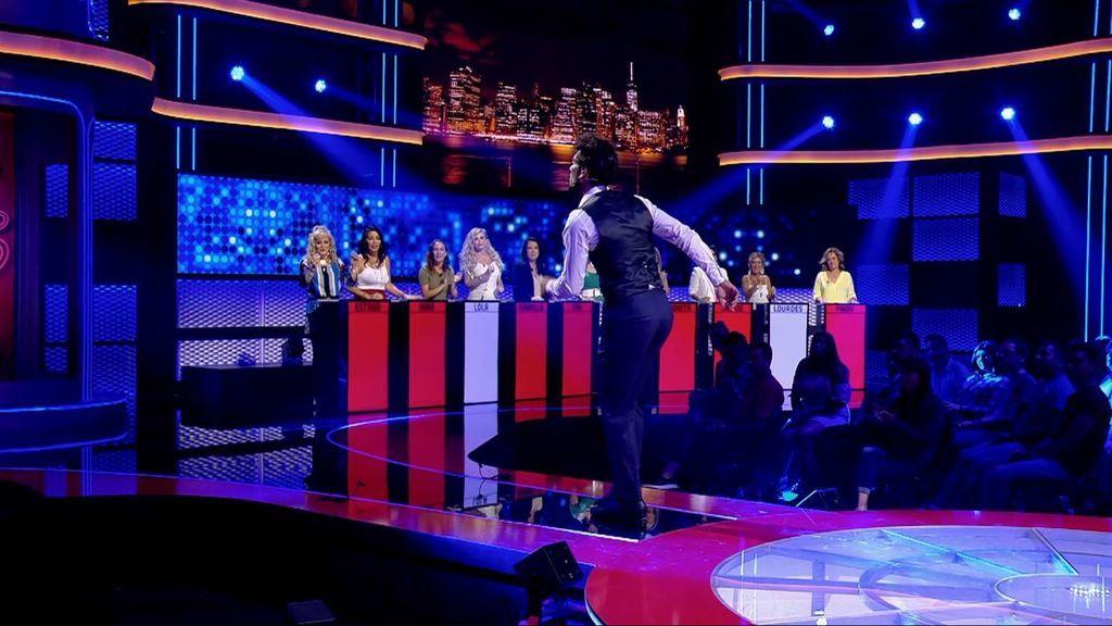 Camilo sorprende a las madres de 'Me quedo contigo' bailando claqué
