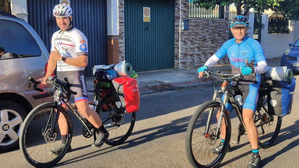 Adolfo y Antonio recorrerán más de 1.000 kilómetros, de Sevilla a Santiago
