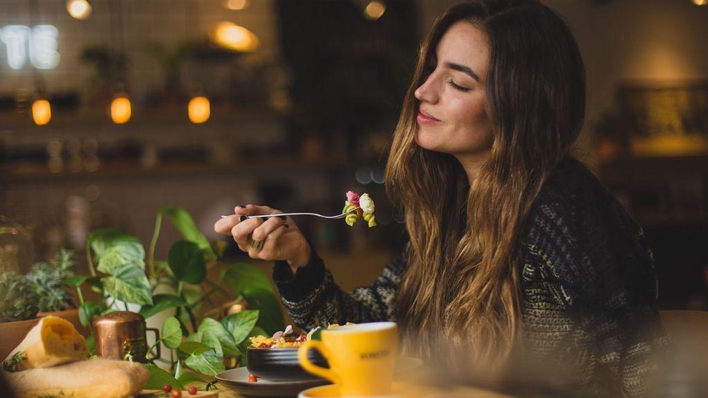Una influencer tiene el truco perfecto para que comas más sano: así ordena su nevera para ponérselo fácil