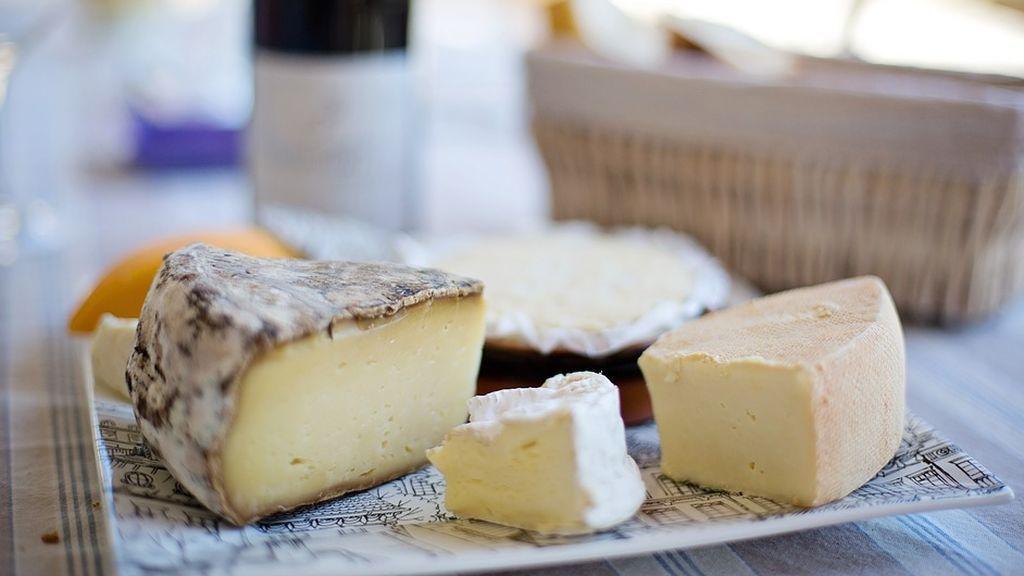 Alertan sobre un nuevo brote de listeriosis en un lote de queso de leche cruda procedente de Francia