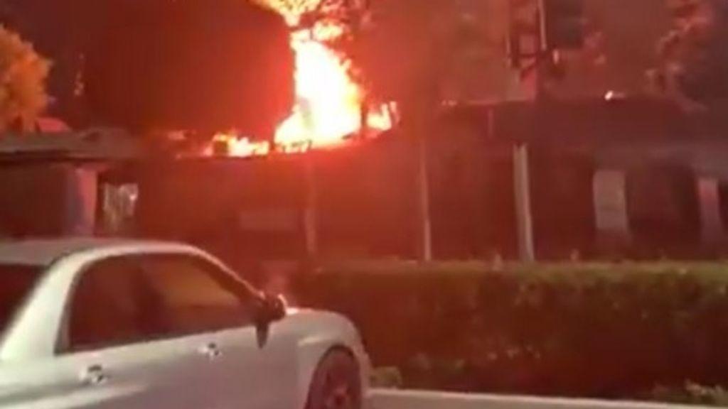 Cuatro heridos tras varias explosiones en un centro comercial de California durante un festival de Oktoberfest