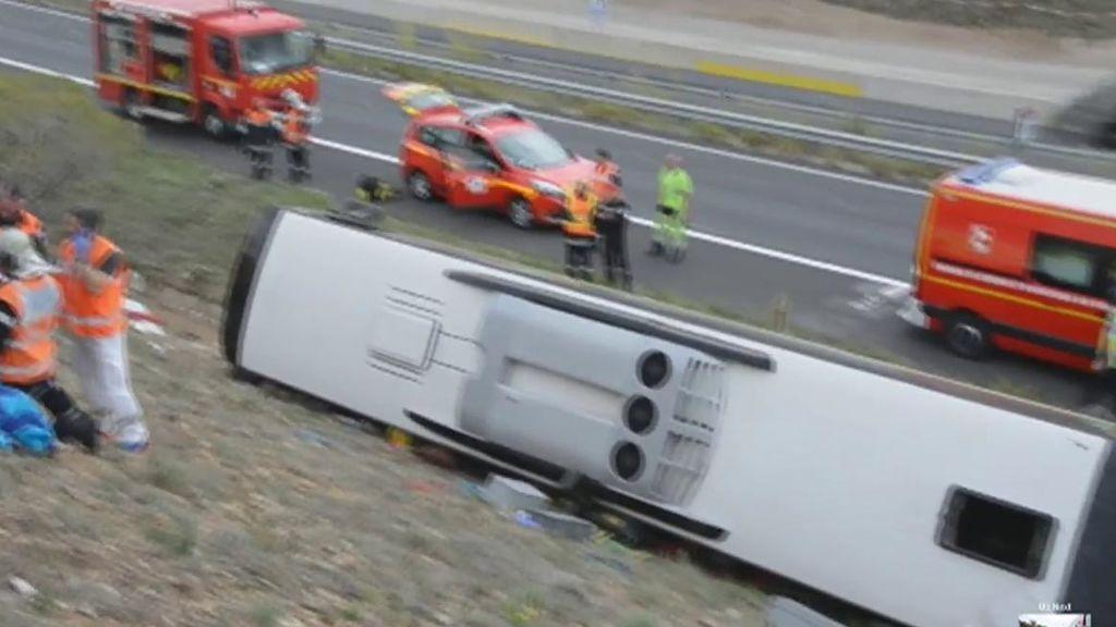 Un muerto y 17 heridos en un accidente de un autobús que hacía la ruta entre Barcelona y Burdeos