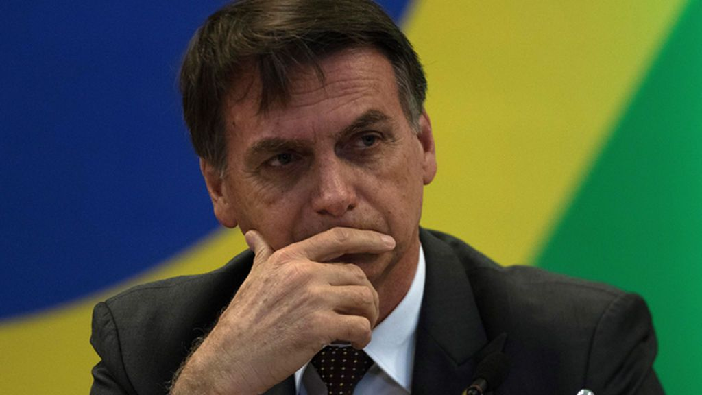 Bolsonaro ordena investigar el origen de las manchas de petróleo que se extienden por más de 115 playas de Brasil