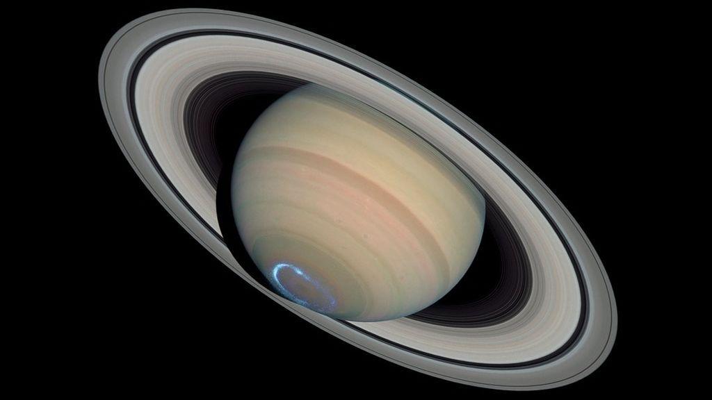 Hallan elementos fundamentales para la vida en Encélado, una de las lunas de Saturno