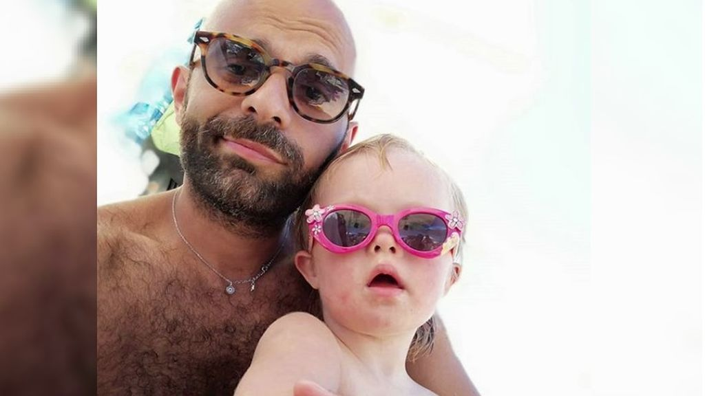 Un hombre adopta a Alba, un bebé con síndrome de down: había sido rechazada por más de 20 familias