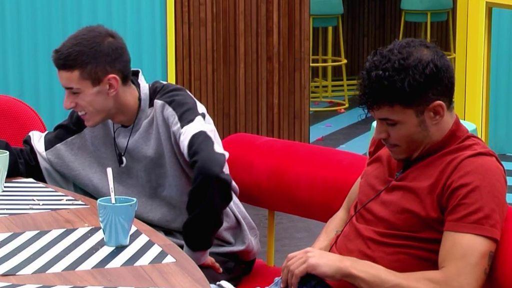 Kiko recurre a la ayuda de 'El Cejas' y Gianmarco para resolver una duda sobre sus partes íntimas