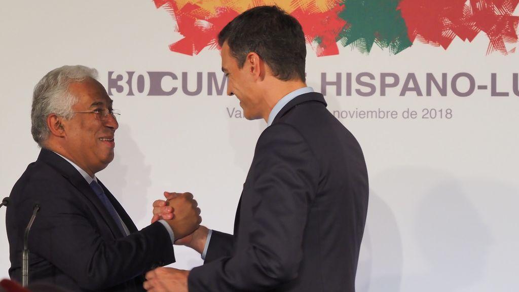 """Sánchez felicita a Costa por su victoria en las elecciones en Portugal y le insta a seguir """"trabajando juntos"""""""