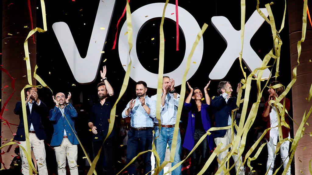 Un año de VOX en las instituciones. De la nada a 24 escaños en el Congreso