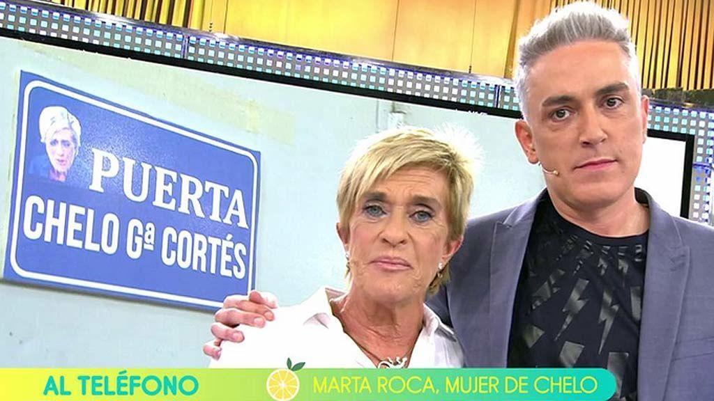 Chelo García Cortés regresa a 'Sálvame' con todos los honores e inaugurando una puerta que lleva su nombre