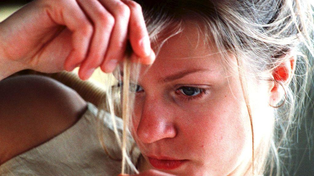 Se me cae el pelo más que nunca: una experta explica por qué se da la alopecia en las mujeres y cómo tratarla
