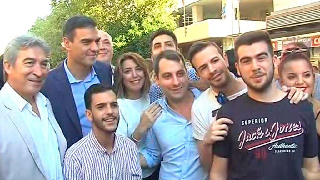Pedro Sánchez durante su paseo electoral en Andalucía