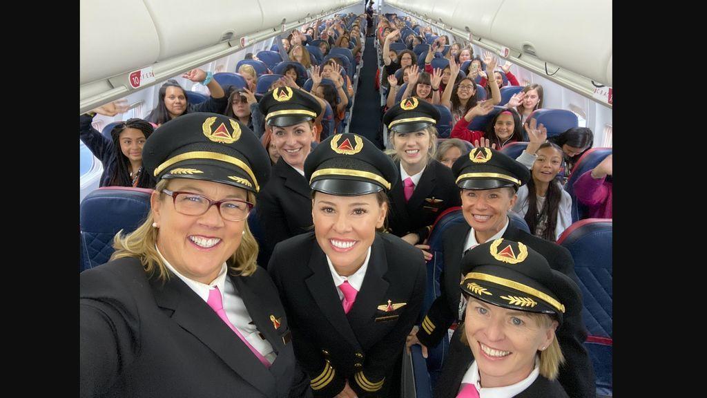 El programa Delta lleva a 120 niñas a la NASA para promover la igualdad de género en la aviación