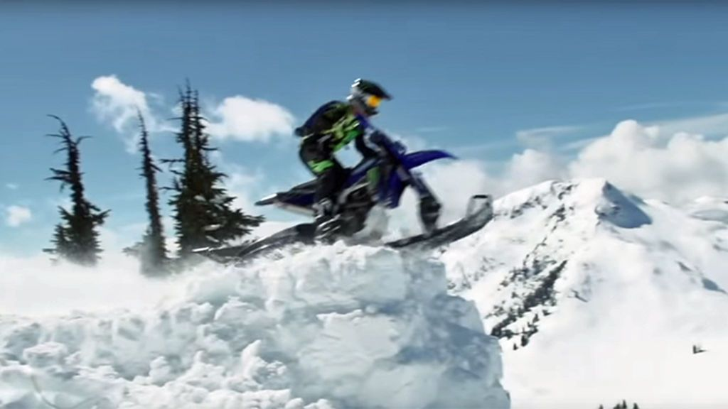La locura de Cody Matechuck: hace salto base desde un precipicio con una moto de nieve