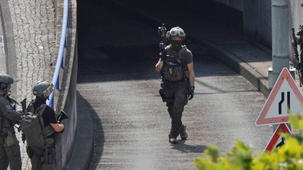 Dos muertos en un atentado con metralletas y granadas en una sinagoga de Alemania