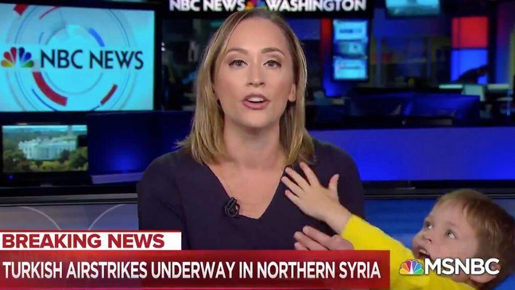 El hijo de una presentadora de la NBC se cuela en el directo de su madre