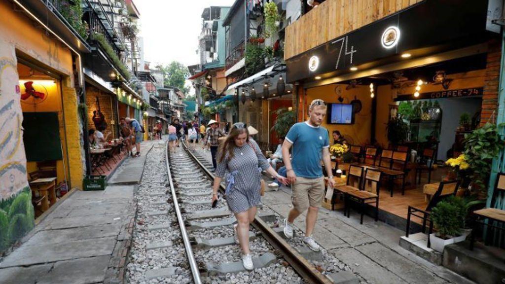 Vietnam toma medidas extremas contra los selfis peligrosos en una zona céntrica de Hanoi