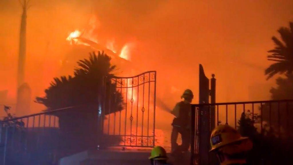 Devastador incendio de casas en California