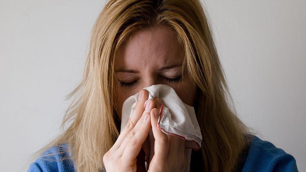 Se acerca la época de gripes y resfriados: conoce los tipos de secreciones nasales
