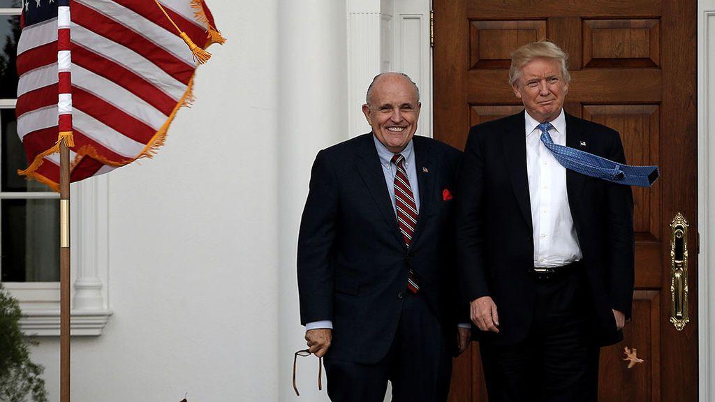 La trama de Ucrania se complica para Trump con la detención de dos personas