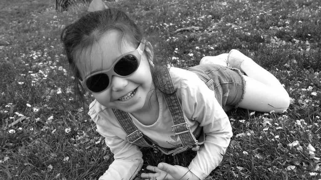 Irene, de cinco años, es una niña sociable y feliz, a pesar de las limitaciones